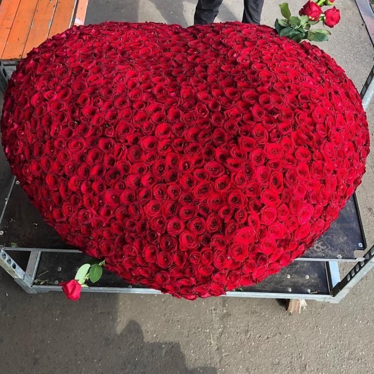 Продажа, красивый букет 1001 розы фото